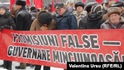 Fotografie de arhivă: protest antiguvernamental PCRM la Chișinău în 2012.