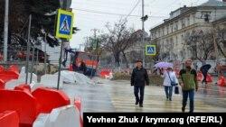 Дождь в Севастополе, архивное фото