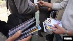 Продажа нелицензионных дисков на улице. Иллюстративное фото.