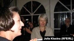 Лауреат Нобелевской премии по литературе Герта Мюллер (слева) и Катарина Раабе
