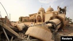 Разрушенная мечеть в Мисурате, 5 июня 2011