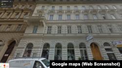 У центрі Відня також розташований салон весільних і вечірніх суконь дружини Холодова