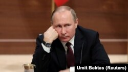 Vladimir Putin la conferința de presă de la Ankara