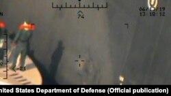 یکی از عکس هایی که سنتکام روز دوشنبه از حمله به نفتکشها در دریای عمان منتشر کرد.