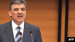 Turkish President Abdullah Gul addresses the Kyrgyz parliament