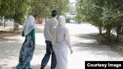 Uzbekistan - husband with two wieves