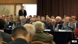 """Петтата меѓународна конференција """"Улогата на активниот состав и на резервата на вооружените сили во поддршката на нивните мисии и задачи во регионалната и глобалната безбедносна средина во 21 век"""", што се одржа во Домот на АРМ во Скопје."""
