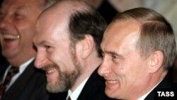 Владимир Путин в бытность премьер-министром России и Александр Волошин, глава кремлевской администрации. 1999 год.