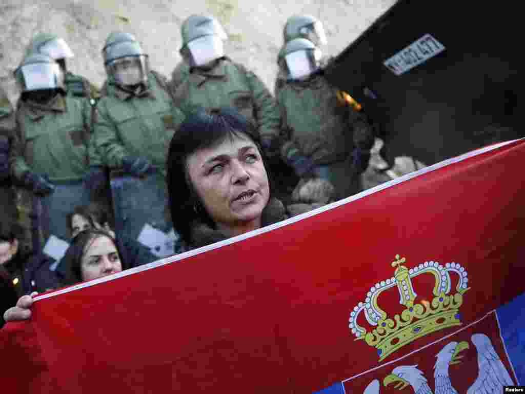Srbi sa Kosova okupljeni u blizini sela Jagnjenica, 20.10.2011. Foto: Reuters / Marko Đurica