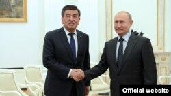 Президенты Кыргызстана и России Сооронбай Жээнбеков и Владимир Путин.