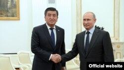 Сооронбай Жээнбеков и Владимир Путин. 14 июня 2018 года.