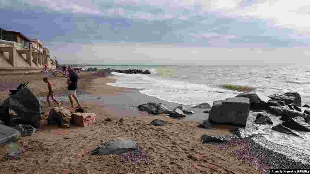 Этот пляж закреплен за базой отдыха «Металлист»