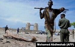 Силы безопасности Сомали на месте взрыва в Могадишо