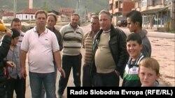 Tутунопроизводители од долненското село Дебреште.