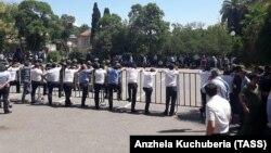 Митинг абхазской оппозиции в Сухуми