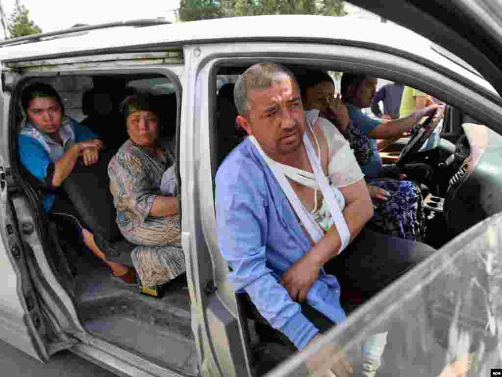 Кыргызстанның көньягында кыргызлар белән үзбәкләр арасындагы чуалышлар вакытында дистәләрчә мең үзбәк торган җирен ташлап киткән.