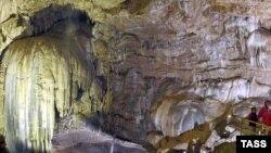 На сегодняшний день в пещере Крубера-Воронья побывали только лишь камеры National Geographic, но американцы не смогли дойти до конца и вернулись с глубины 700 метров