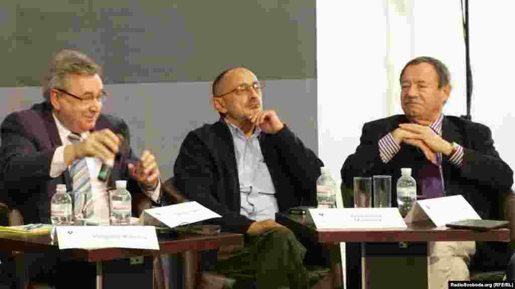 Олександр Морозов (центр), журналіст, політолог, головний редактор «Русского журнала»