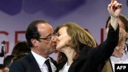 Франсуа Олланд со своей подругой после победы на президентских выборах 6 мая
