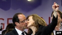 France -- France's Socialist Party (PS) newly elected president Francois Hollande celebrates with and companion Valerie Trierweiler at the Place de la Bastille in Paris on 06May2012
