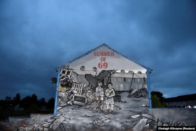 Një mural në Belfast që kujton konfliktin e vitit 1969.