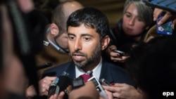 Біріккен Араб Әмірліктерінің энергетика министрі Сухейл әл-Мазури сұхбат беріп тұр.