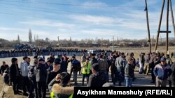Жители, требующие освободить задержанных. Жамбылская область, 8 февраля 2020 года.