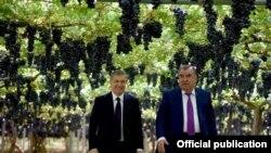 """Эмомали Рахмон и Шавкат Мирзиёев в дехканском хозяйстве """"Боги Сомон"""""""