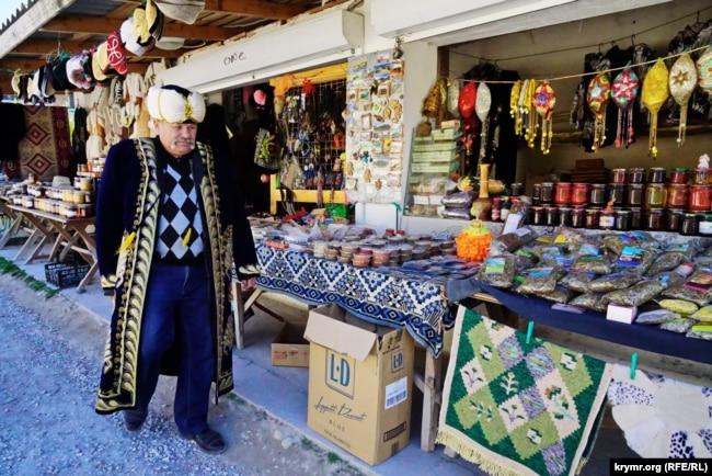 Сувенирные лавки в селе Ходжа-Сала