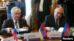 Russia -- Armenian Foreign Minister Edward Nalbandian (L) and his counterpart from Azerbaijan Elmar Mammadyarov sit together at a session of the Council of Foreign Ministers of the Commonwealth of Independent States (CIS) in Moscow, April 8, 2016