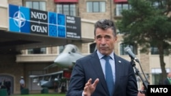 НАТО бас хатшысы Андерс Фог Расмуссен саммит кезінде журналистер алдында сөйлеп тұр. Уэльс, 4 қыркүйек 2014 жыл.