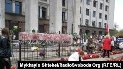 На акцию пришли как пророссийские, так и проукраинские активисты