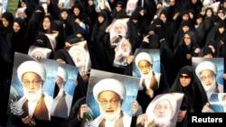 Плакаты с изображением аятоллы Исы Касема во время акции протеста в Бахрейне. Иллюстративное фото.
