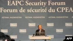 NATO Secretary-General Jaap de Hoop Scheffer speaks in Astana.