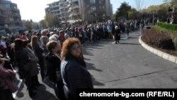 Протестът в подкрепа на Димитров бе организиран от Инициативния комитет, издигнал го за четвърти мандат