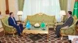 Askar Mamin Gazagystanyň premýer-ministriniň orunbasary bolup işlän döwri Aşgabatda prezident Gurbanguly Berdimuhamedow bilen gepleşik geçirýär. 2017 ý.