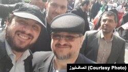 هادی رضوی (چپ) در کنار محمد شریعتمداری، وزیر کار روحانی و پدر زن