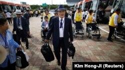 Участники воссоединения вблизи демилитаризированной зоны готовятся к переезду на территорию Северной Кореи, 20 августа 2018 года.
