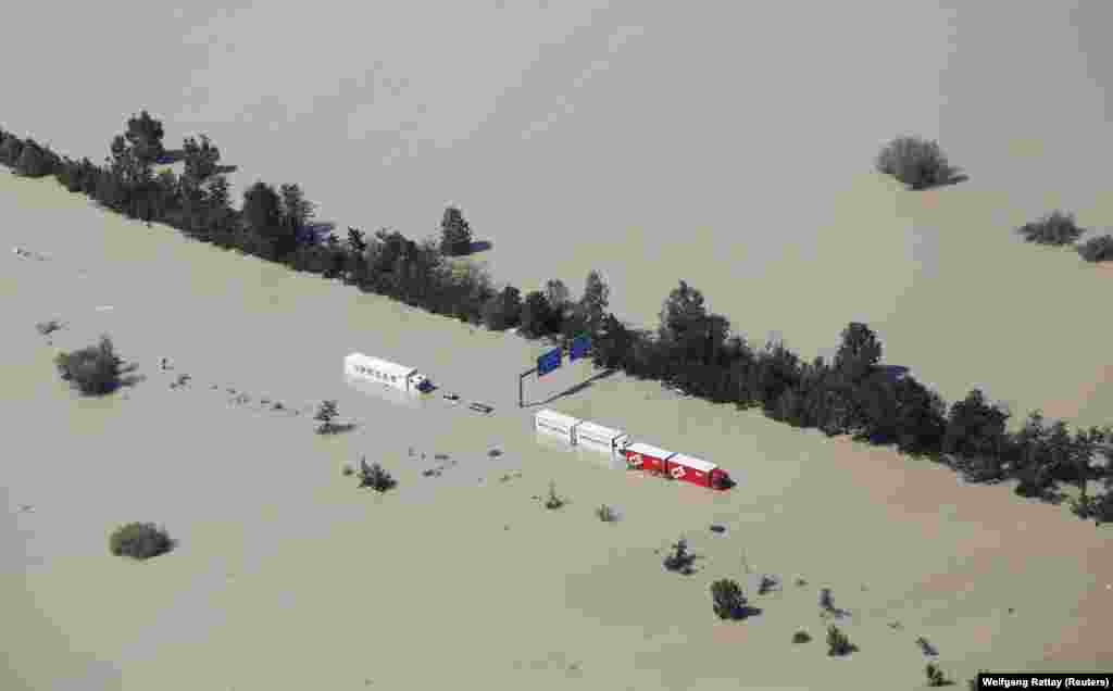 Trucks sit stranded on a flooded motorway near the eastern Bavarian city of Deggendorf, Germany. (Reuters/Wolfgang Rattay)