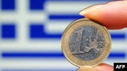 Zastava Grčke i novčić evra