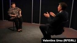 Валентина Урсу и Дорин Киртоакэ в кишиневской студии Свободной Европы