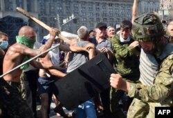 Столкновения с милицией на Майдане. Киев, 7 августа