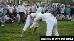 """""""Türkmenistan"""" parkynda türkmen göreşi"""