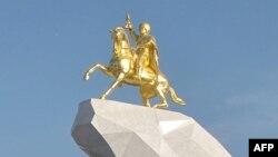 Статуата на Гурбангули Бердимухамедов