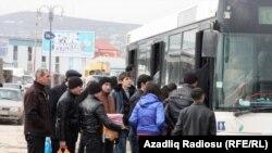 Azərbaycan, Sumqayıt, avtobus dayanacağı, 22 fevral 2012