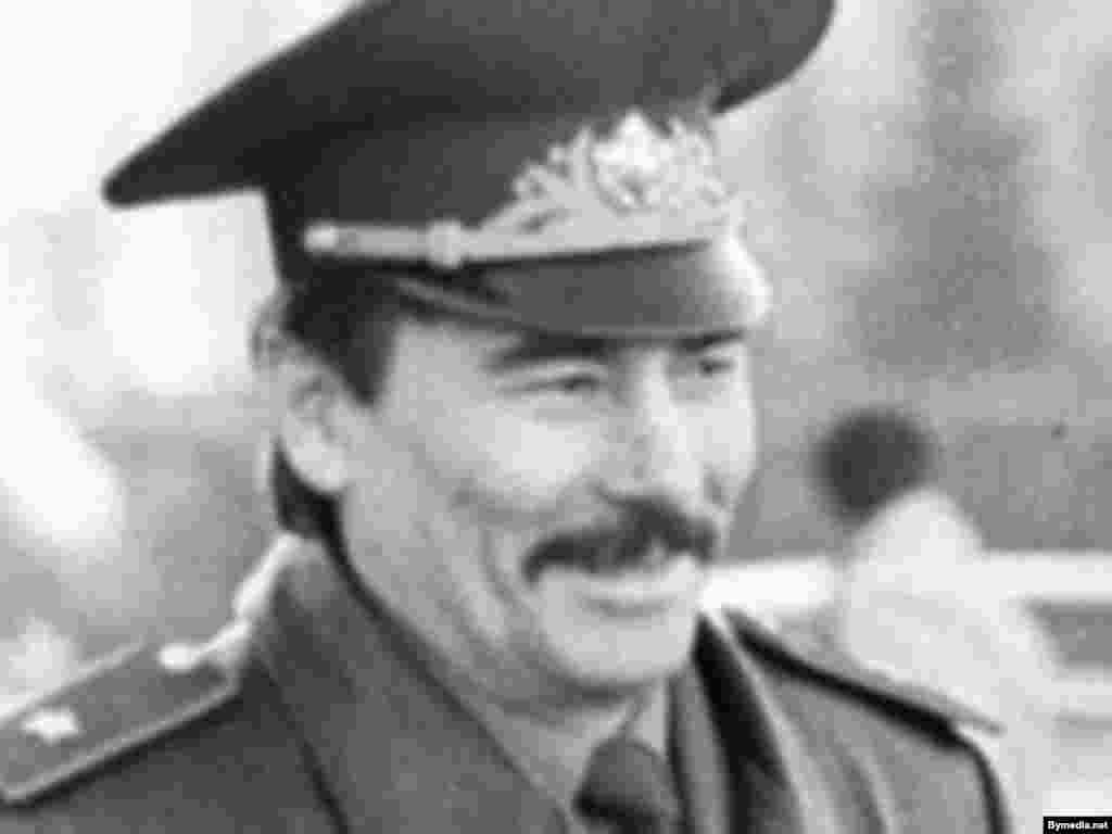 Юрій Захаренко. Колишній міністр внутрішніх справ Білорусі і опозиційний політик. Безслідно зник 7 травня 1999 року.