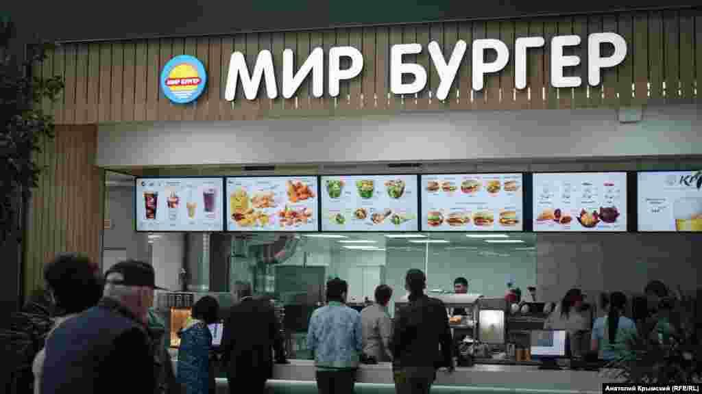 Головний пункт «громадського харчування» в залі очікування