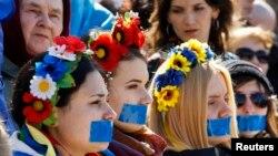 Қырымдағы украинашыл шерушілер. Симфереполь, 13 наурыз 2014 жыл.