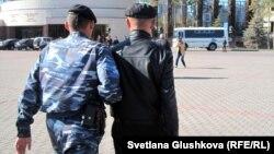 """Задержание участников акции """"Тасмағамбетов, тастама"""". Астана, 25 сентября 2012 года."""