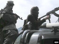 Modelul Kalașnikov sub toate variantele sale este arma preferată a multor luptători din Afganistan.